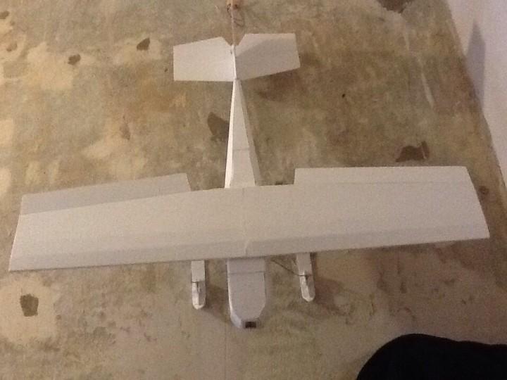 Как сделать самолет на управлении. Учебно-тренировочный радиоуправляемый самолет своими руками.